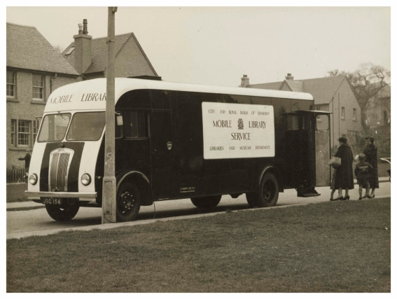 Mobile library at Clermiston_ Morris 5 tonner